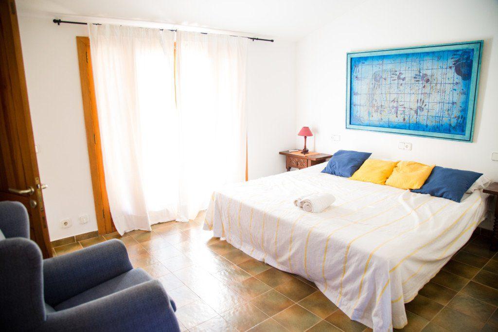 Travelopo Bedroom